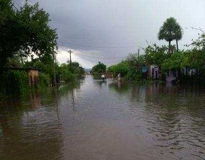 Más de 2.000 familias evacuaron Villa Hayes por inundaciones