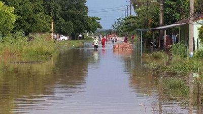 Villa Hayes: Más de 2.000 familias evacuadas por inundaciones