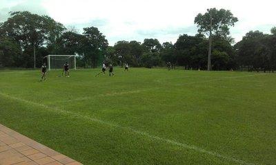 Práctica de fútbol en Tobatí