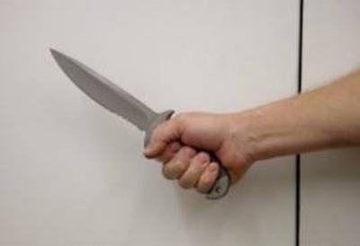 HOY / Tocaron su puerta, abrió y le dieron 8 cuchillazos
