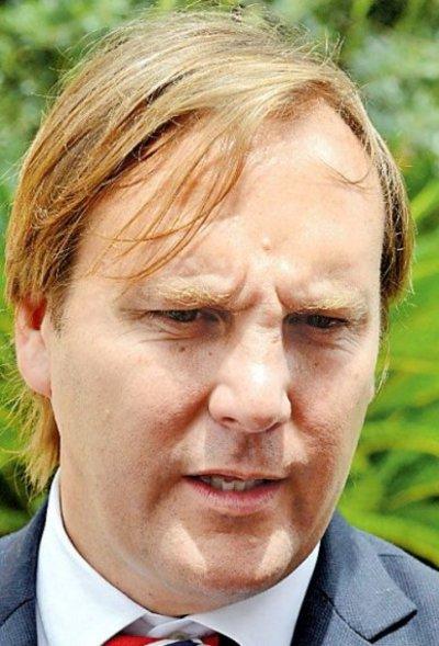 Trato permisivo a Aduanas desata renuncia del viceministro Cuevas