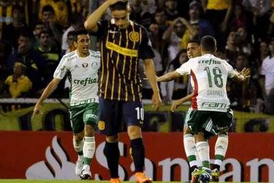 Lucas Barrios le da el empate al Palmeiras en Rosario