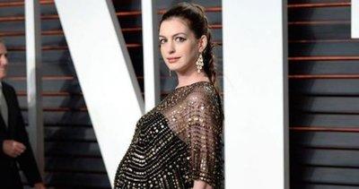 Anne Hathaway da a luz a su primer hijo, Jonathan Rosebanks