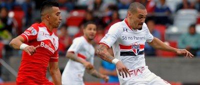 Sao Paulo cae con Toluca pero avanza