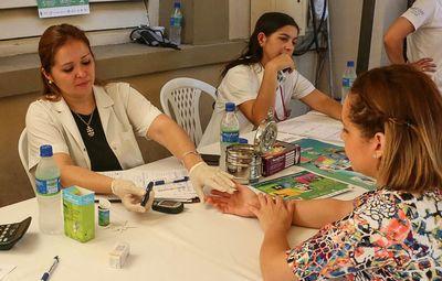 Cartes felicita a enfermeros por su día