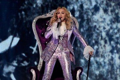 Madonna y Celine Dion ponen emoción a los Billboard