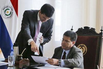 Se dictan decretos para modificaciones financieras