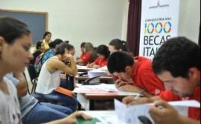 Becas Itaipú: Egresan 3.367 jóvenes de escasos recursos