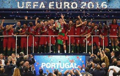 Campeón superviviente en una gris Eurocopa