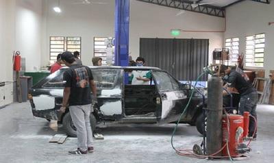 Capacitación gratuita en mecánica automotriz, metalmecánica y artes gráficas
