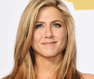 Jennifer Aniston llora con pregunta de un fan