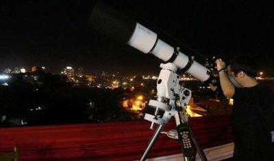 """""""Un encuentro con el telescopio"""" en el barrio Santísima Trinidad"""