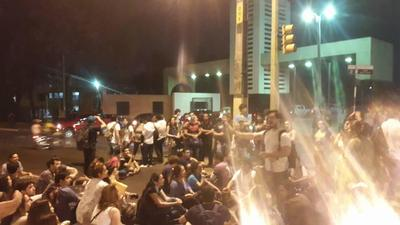 Estudiantes de la UNA vuelven a las manifestaciones