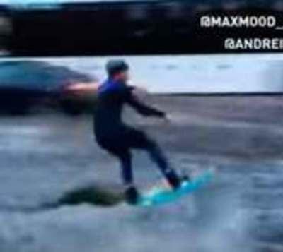 'Aprovechó' la inundación para hacer wakeboarding por las calles