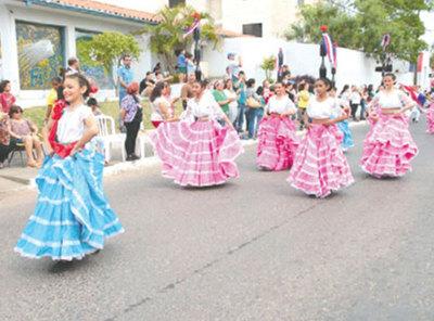 Llenaron de color y danza las calles de Trinidad