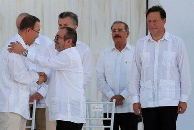 Firma de paz pinta de blanco a la prensa colombiana