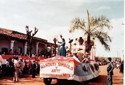 Realizan desfile de carrosas en Itauguá después de  30 años
