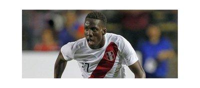 Carrillo y Advíncula vuelven a la selección de fútbol de Perú