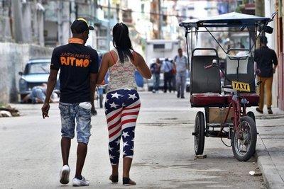"""Cubanos confían en """"la Clinton"""" para seguir senda de reconciliación"""