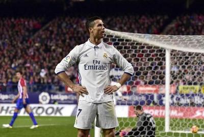 Ronaldo alcanza a Messi y Suárez en la tabla de goleadores