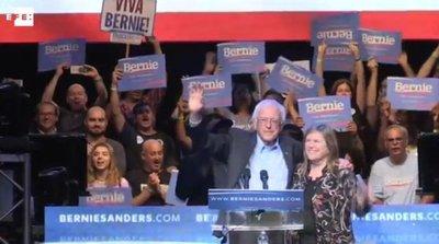 """Jóvenes seguidores de Sanders mantienen campaña en la única """"voz autorizada"""""""