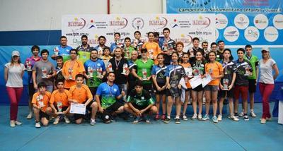 La Federación de Tenis de Mesa premia a sus campeones