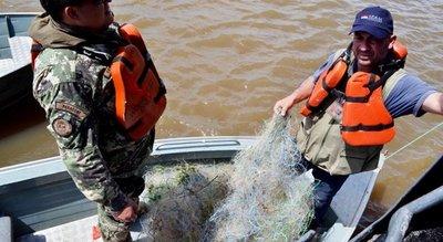 Supuestos pescadores hunden una canoa y huyen ante control en Pilar