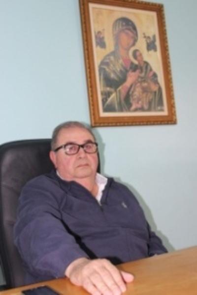 Piden sanción a sacerdote que echó a alumno de colación