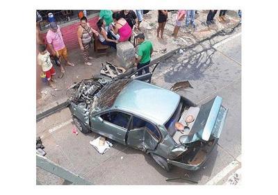 Auto cae de viaducto y causa cinco lesionados en Asunción