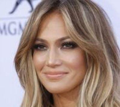 Jennifer Lopez enciende los Premios People's Choice 2017