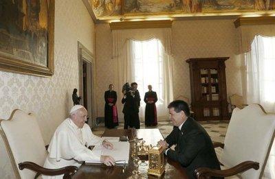 Gobierno no menciona si el Papa habló con Cartes sobre denuncia de opositores