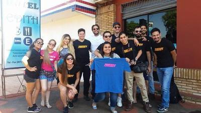 El elenco de la película Truenos de gira por Encarnación