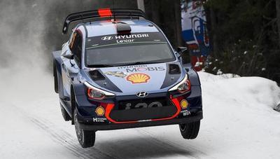 Thierry Neuville pasa a liderar el rally de Suecia