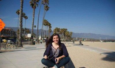 A su corta edad, adolescente roba suspiros a los lectores con su novela digital