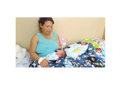 Mellizos nacieron  en  el río  Paraguay, en una deslizadora