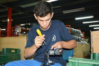 Empresa incorporó a jóvenes del SNPP