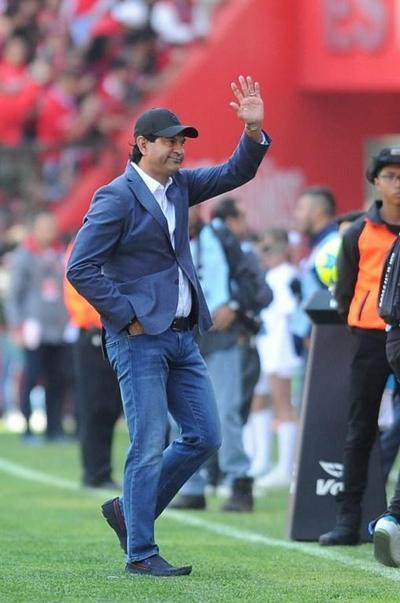 Pepe Cardozo festeja y respira a costa de su amado Toluca