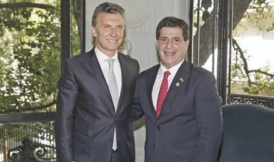 Macri se reúne con Cartes por la deuda de Yacyretâ