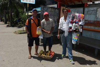 "Vendedores ambulantes en ""guerra"" por micros"