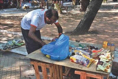 Trabajar en la calle para escolarizar a sus hijos
