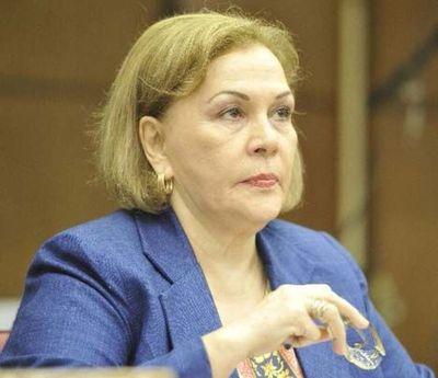 Senadora Mignarro se lava las manos