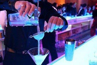 Mezclar energizante y alcohol daña órganos y genera agresividad