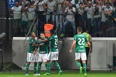 Palmeiras avanza como líder del grupo