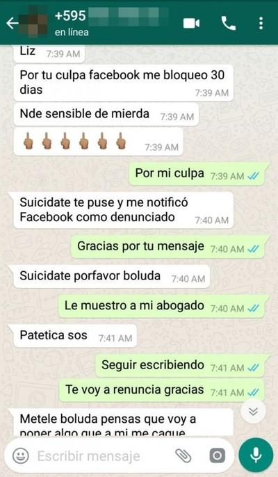 "Rico Comidita Expone Incisivos ""chats"" Que Recibe"
