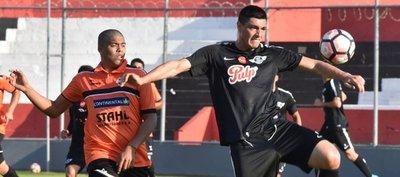 El gol, gran ausente entre Libertad y General Díaz