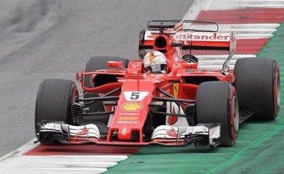 Vettel viaja más líder a Silverstone