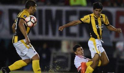 Robert Rojas, el destacado del empate ante River Plate