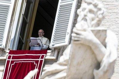 """Papa pide """"liberar al mundo de la """"violencia inhumana"""" del terrorismo"""