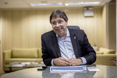 Sorpresivo aviso de privatización de Eletrobras
