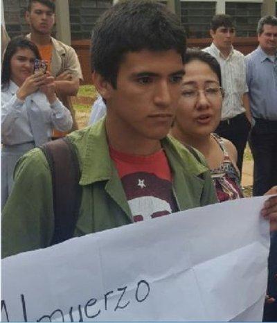 Sacan a la fuerza a estudiante por manifestarse